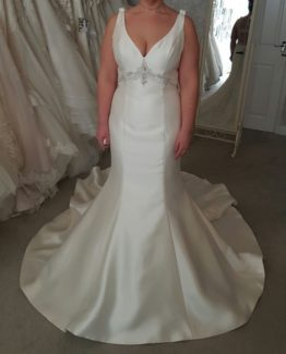 sleeveless plus size wedding gown with empire waist line